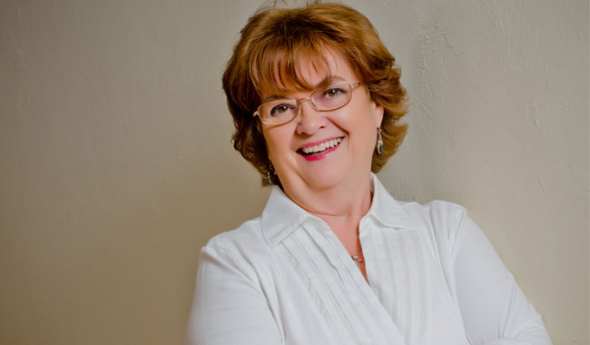 Linda Matthews Office Manager Dr. Hansen dentist office Naples, FL